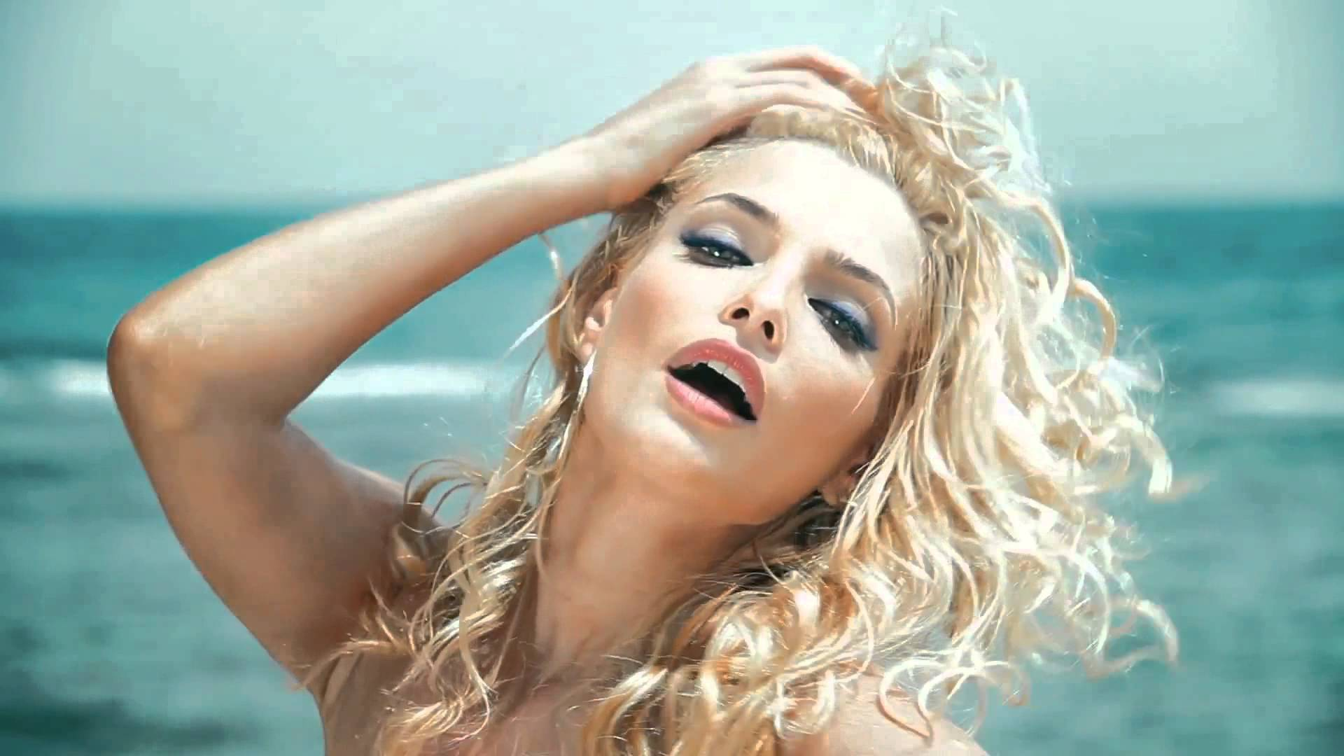 Сексуальная ростовчанка из «ВИА ГРЫ» сняла трусики для рекламы