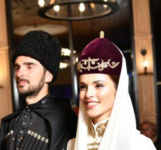 Кавказская свадьба: Сати Казанова опубликовала первые снимки с торжества