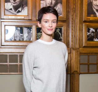 Паулина Андреева состригла длинные волосы