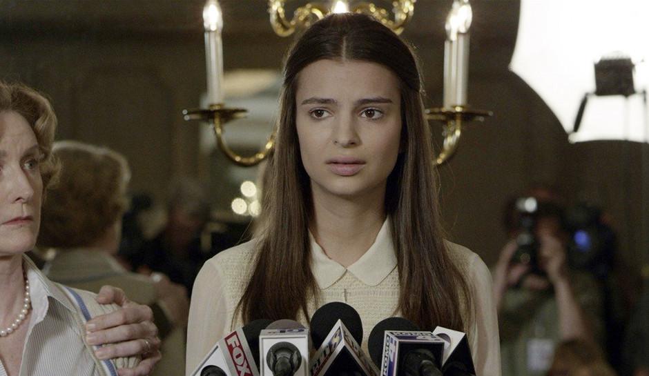 Эмили Ратаковски удивила поклонников снимком в купальнике