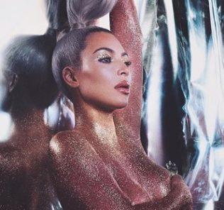 Фото-хит: Ким Кардашьян топлес покорила Instagram