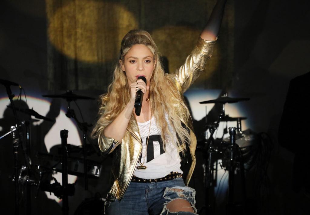 Из-за травмы голосовых связок Шакира отменяет концерты