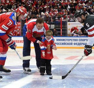 Дети с синдромом Дауна стали ближе к хоккею и обществу на Кубке Первого канала