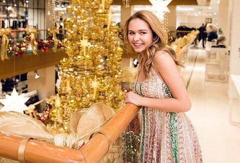 Дочь Дмитрия Маликова выбрала платье почти за 1 млн рублей