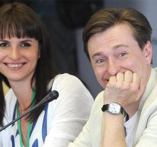 «Ездовой папа»: Сергей Безруков опубликовал видео с дочкой