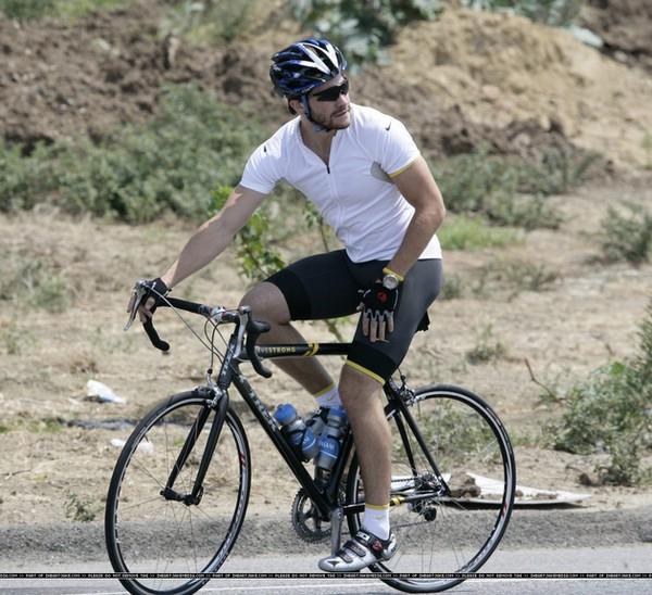 ТОП-5 голливудских звезд обожающих велосипед