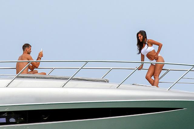 Николь Шерзингер засняли на яхте с экс-бойфрендом Шараповой