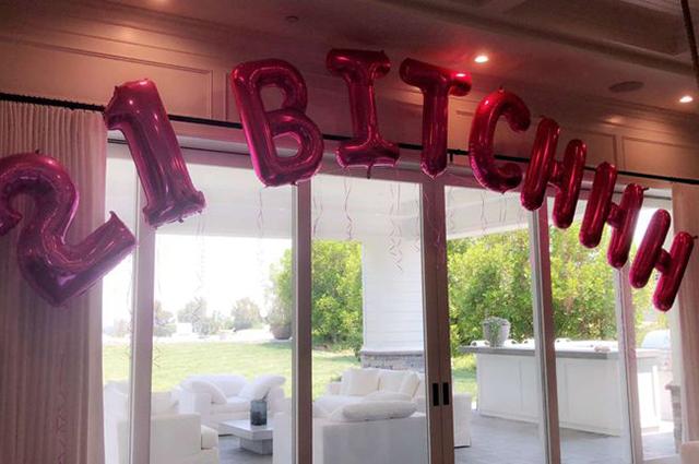 Уже можно: как Кайли Дженнер отпраздновала 21-ый день рождения