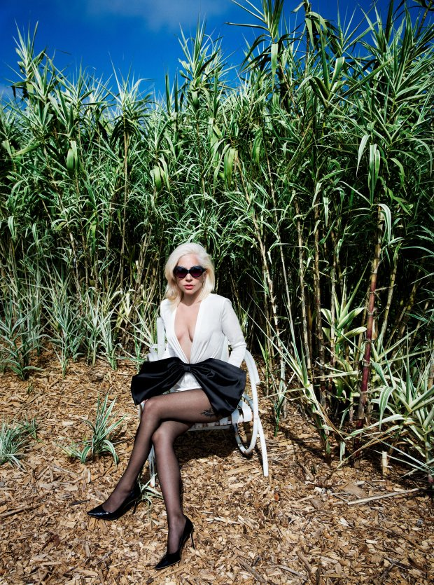 Леди Гага украсила обложку Vogue и дала интервью: о переменах в жизни и секс-насилии