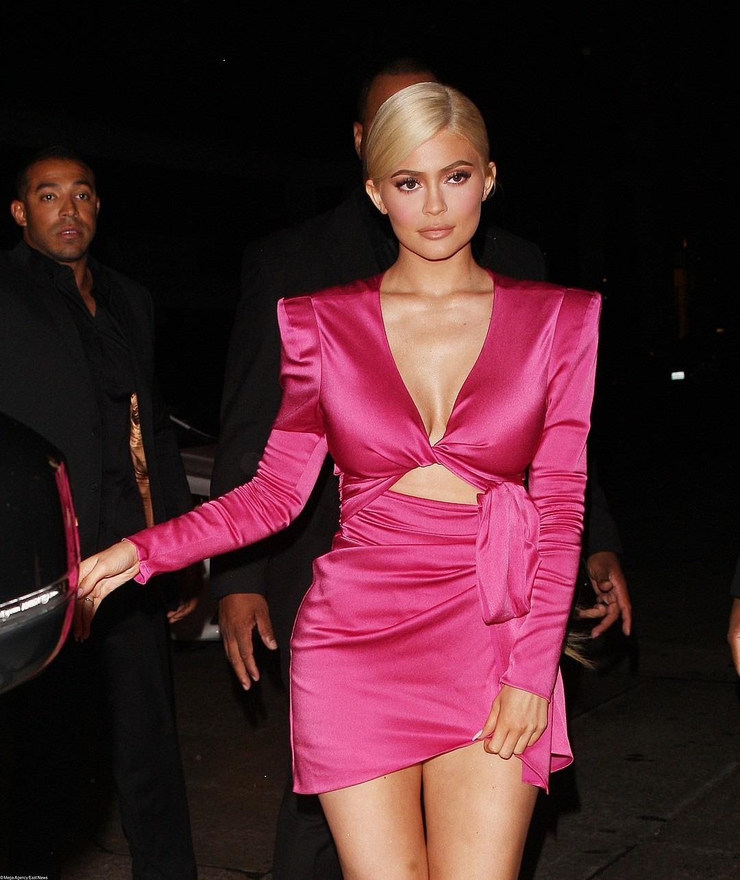 Розовое Платье Кайли Дженнер