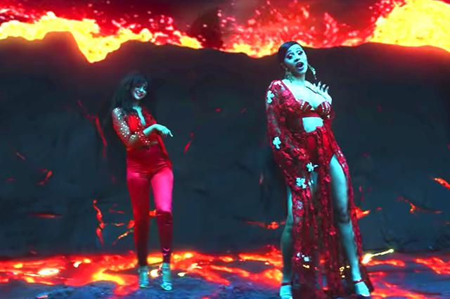 Образ Селены Гомес из клипа «Taki Taki» признан самым модным в этом сезоне