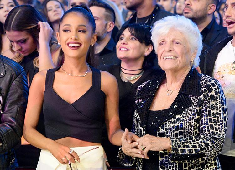 Ариана Гранде уговорила 93-летнюю бабушку сделать первую в жизни татуировку