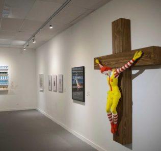 Распятый клоун McJesus спровоцировал жителей Израиля