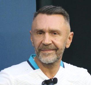 Шнуров высмеял фотографии Волочковой