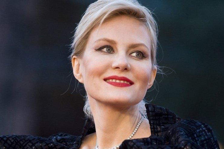 Рената Литвинова призывает всех неравнодушных поддержать борьбу с онкологическими заболеваниями
