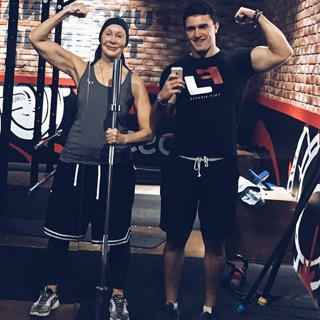Татьяна Васильева продемонстрировала свою силу в спортзале