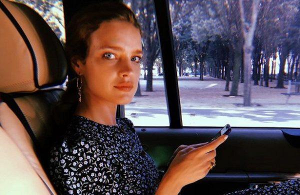 Модель Наталья Водянова страдает из-за смерти кутерье Карла Лагерфильда