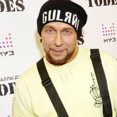 Игорь Гуляев отомстил молодому художнику, испортив одну из его картин