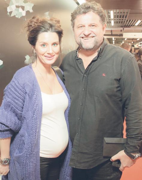 Самойленко показал как выглядит его беременная жена