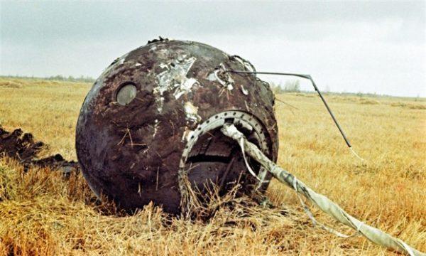 """Юрий Гагарин - даже прически (косички с бантиком набок) назывались: """"Полюби меня, Гагарин!"""""""