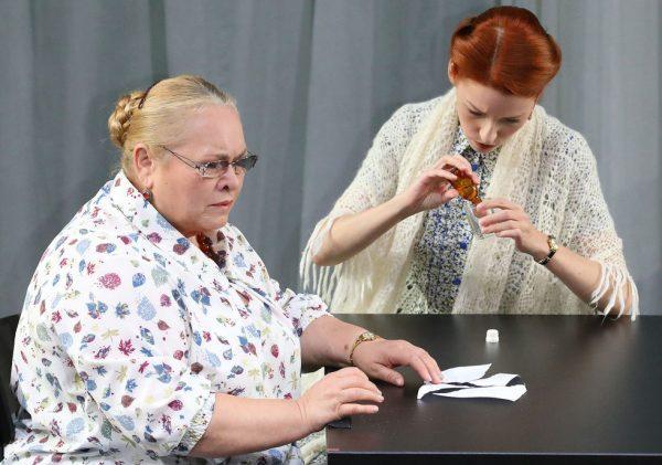 Ксения Собчак и Лия Ахеджакова поссорились из-за Богомолова