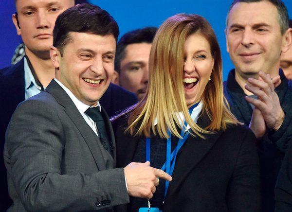 Зеленского поздравляют все представители российского шоу-бизнеса! Владимир Владимирович подозрительно посматривает на Мишу Галустяна