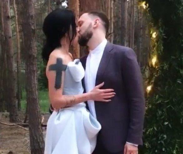 Как прекрасно, когда счастливы все: Бывшая жена Потапа целуется с новой любовью на свадьбе мужа!