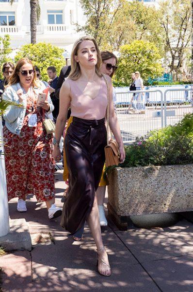 Эмбер Херд решила игнорировать нижнее белье. А, в такую жару, оно тебе надо?