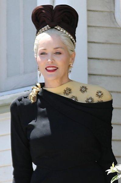 Шерон Стоун в незнакомом доме застукали папарацци