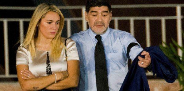 Как ты любил? Ты пригубил..погибели.. не в этом дело... Диего Марадону задержали в аэропорту по иску страстной подруги