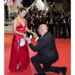 Миллионер сделал девушке предложение на красной дорожке
