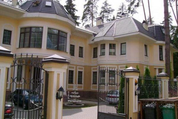 Никита Михалков построил имение за  миллионов