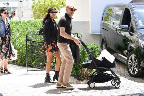 Первый выход Венсана Касселя и Тины Кунаки с новорожденной дочерью