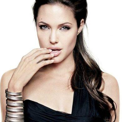Выпила всю кровь Бреду Питту, дошла до Селин Дион - новости от Анджелины Джоли