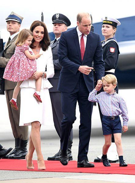 О том, как будучи пилотом, принц Уильям спасал детей