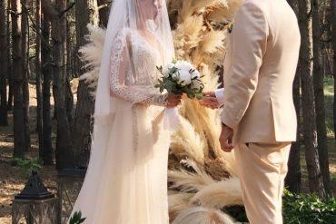 Первые кадры со свадьбы Насти Каменских и Алексея Потапенко. Ну очень долго он ее целовал(Видео)