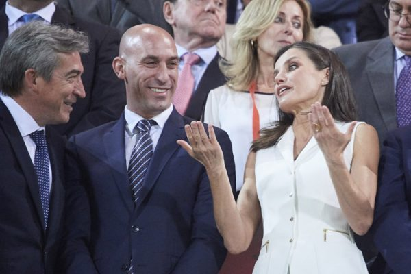 Королева Летисия на футбольном матче