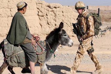 Принц Гарри - наркотики, спецоперации в Афганистане и влюбленность в Энистон