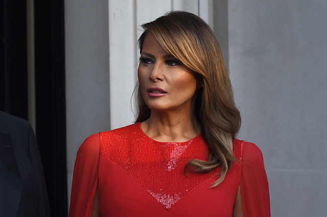 Мелани Трамп продолжает радовать стильную публику новыми нарядами