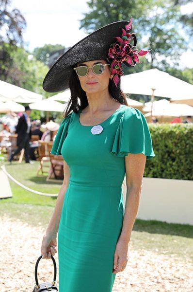 Ну и как вам Деми Мур в скромном платье на Аскоте? Ни одной провокации в наряде!