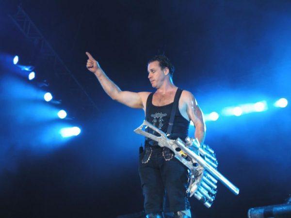 Солист группы Rammstein рассердился на поклонника и сломал ему челюсть