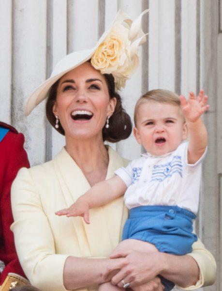 Кэтрин и Меган - две Английские розы на праздновании дня рожденья королевы (видео)