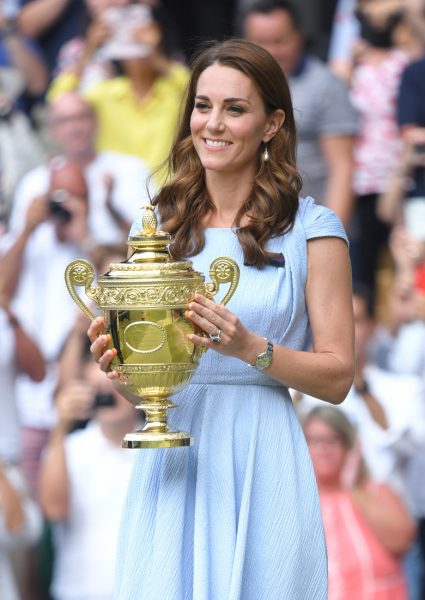 Как Кейт смущалась, вручая кубок победителю (фотографии)