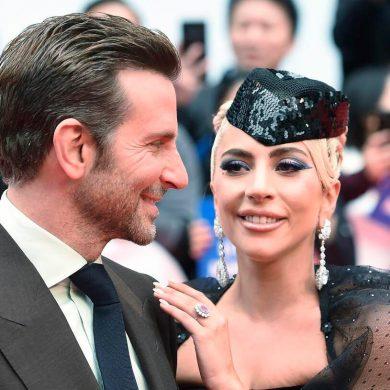 Брэдли Купер закрывает амбразуру грудью - актер разместил у себя снимки с Гагой
