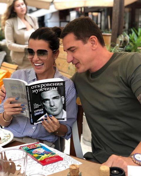 """Муж """"мамочки из дома 2, на которой только ленивый не лежал"""", не может продать книгу"""