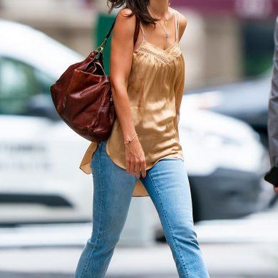 Тем временем Кэти Холмс гуляет по Нью-Йорку и не ревнует Джейми