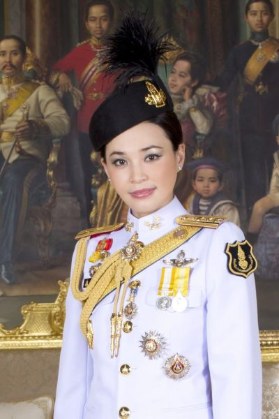 Дворец опубликовал новые фото второй супруги Рамы X