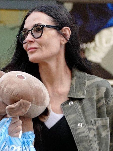 Филлеры Деми Мур исчезли: посмотрите на актрису сейчас