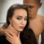 В красной комнате Дмитрия Тарасова имеются наручники и повязки для глаз