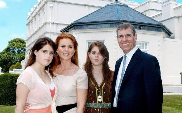 Сару Фергюсон попросили покинуть королевскую резиденцию